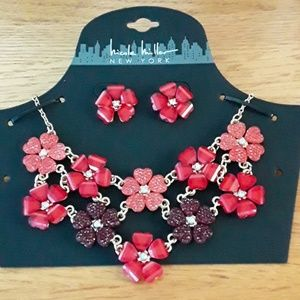 NWT, Beautiful Nicole Miller Floral Necklace Set